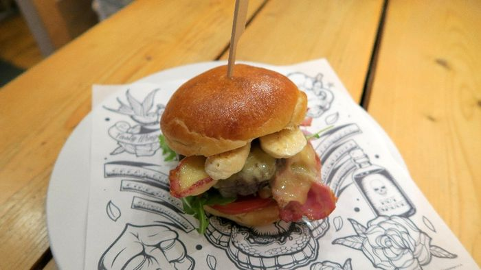 Dead Elvis Burger At Custom House Barnstaple North Devon Gazette